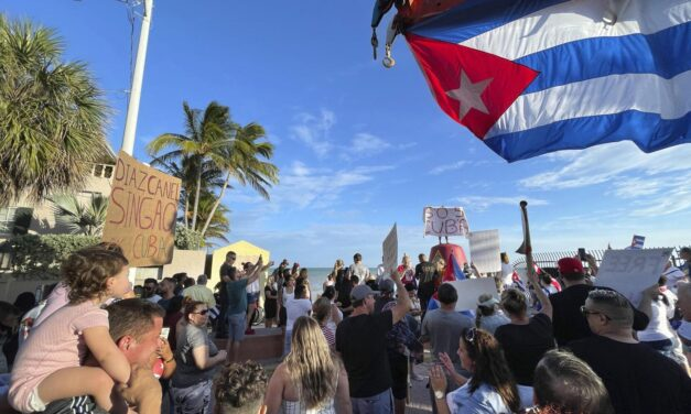 Florida Governor Urges Cuban Military to Reject Communism